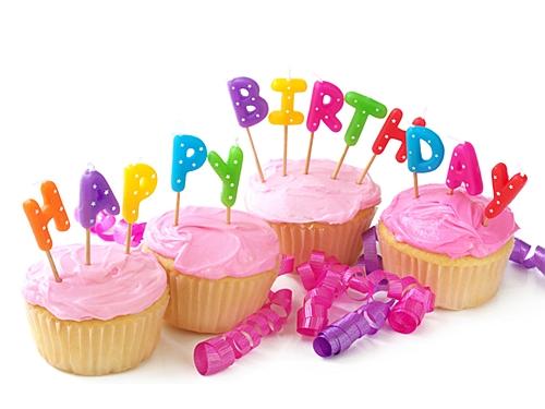Яркая открытка с днем рождения кексы